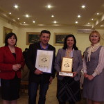 Nagrodzony Pan Stanisław Koc wraz z przedstawicielkami grup LGD koordynatorkami projektu SZREK