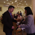 Pan Stanisław Koc - właściciel Dworu Sulejów odbiera dyplom