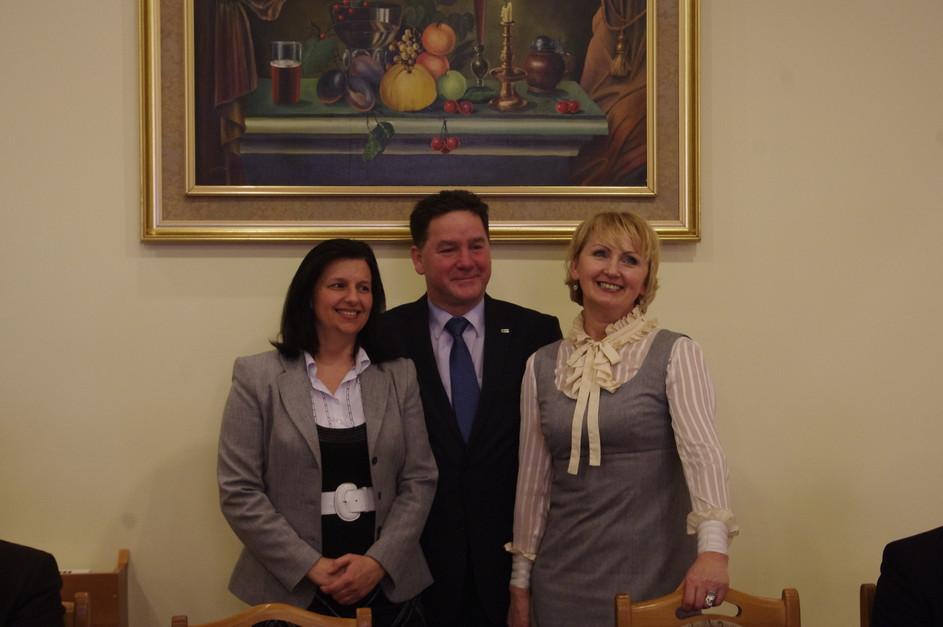Partnerzy projektu SZRE od lewej Beata Trojanek - Wiceprezes LGD RW, Jarosław Supera - Prezes SKPR, Barbara Dawcewicz - Prezes LGD 9