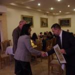 Przedstawiciele Hotelu Batory otrzymują dyplom i statuetkę